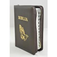 Biblia format mic, din piele, culoare maro, index, fermoar, margini argintii, simbolul maini in ruga, cuv. lui Isus in rosu [047 PFI]
