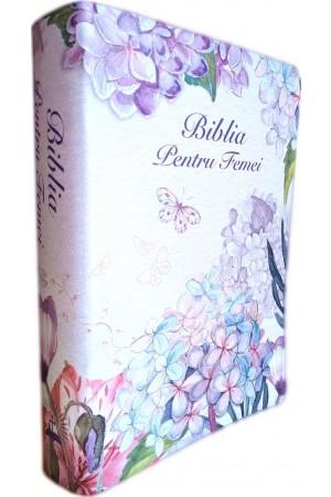Biblia de studiu pentru femei, marime medie, culoare alba, model floral