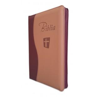 Biblia Noua Traducere (Biblia NTR), marime mare, coperta imitatie piele, maro/crem, fermoar, index, margini argintii