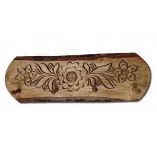 Cuier - din lemn cu modele de flori ( 57x20cm)