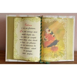 Carte decorativa - Iubirea e ca un fluture... (14x21 cm)
