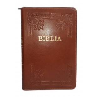 Biblia din piele, handmade, marime medie, culoare maro, margini aurii cu index,fermoar, cuv. lui Isus cu rosu [057 HM]